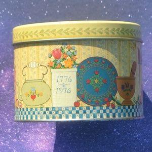 Vintage 1776-1976 Bicentennial Hallmark Tin